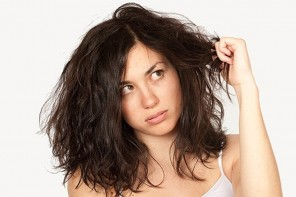 5 Tricks To Prevent Frizzy Curls