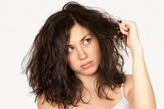 how to avoid frizz on curly hair