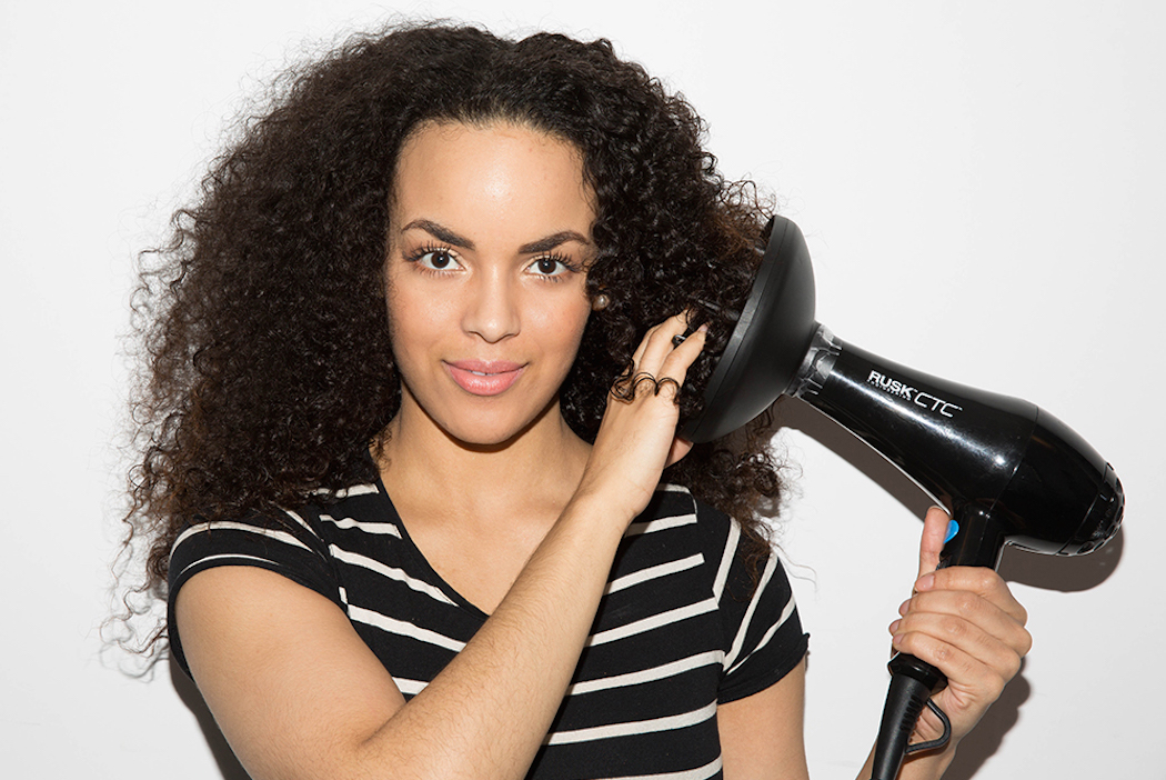 How To Wash Curly Hair Naturally