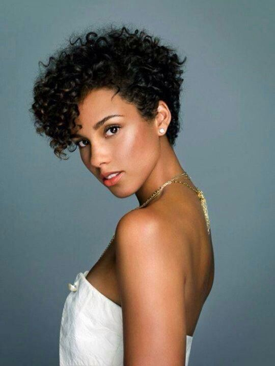 celebrities with short natural hair