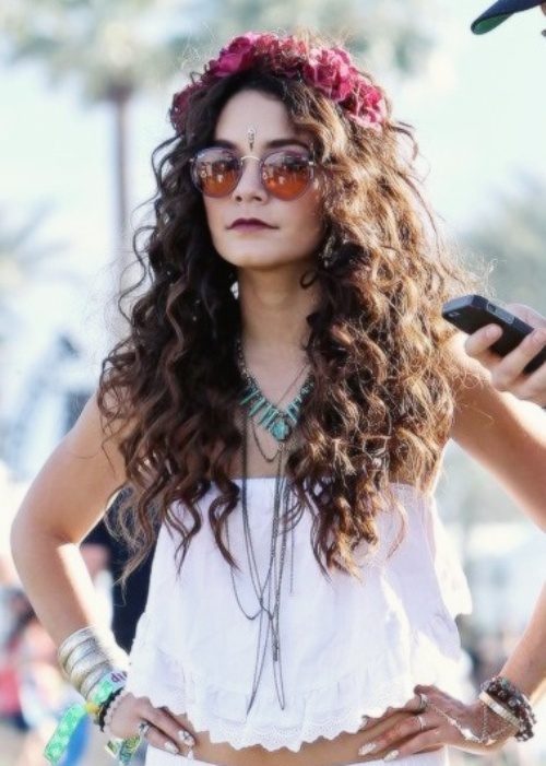 festival hairstyles for curly hair