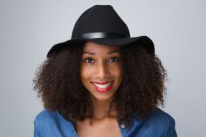 how to wear hats with an afro
