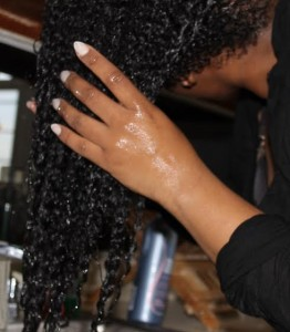 Hot vs. Cold: Which is the Best to Wash Your Natural Hair