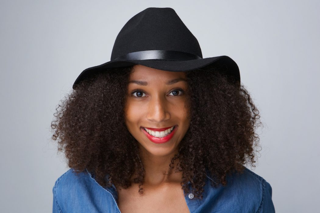 4 Ways To Wear Hats With Big Natural Hair Curls Understood